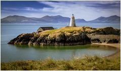 Twr Bach, Llanddwyn Island (urfnick) Tags: niwbwrch wales unitedkingdom gb canon eos 6dmarkii newborough beach angelsey nature outdoors ocean clouds sundaylights