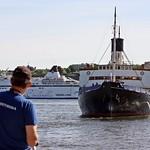 Awaiting the arrival of the icebreaker Sankt Erik thumbnail