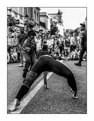 Mordre la ligne. (francis_bellin) Tags: 2018 festival vacances juillet avignon chaleur danseurs danse danseuse
