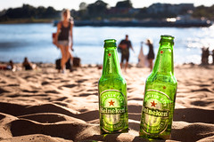 summer in the city (Rafael Zenon Wagner) Tags: rhein flus strand sommer sonne nachmittag bier flasche grün nikon d810 58mm rhine river beach summer sun afternoon beer bottle green hot heiss