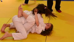 Reverted to a closed guard (BLLLCCC) Tags: bjj jiujitsu esporte sports girls female feminino barefoot baresoles foot mat tatame referee arbitro fight lutas kids teens martialarts gym academia solas soles