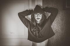 Federica (www.michelconrad.fr) Tags: bleu vert rouge canon eos6d eos 6d ef24105mmf4lisusm 24105mm 24105 femme modele portrait studio noir lingerie pose pull capuche jeans noiretblanc monochrome