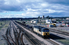 And from the Oldies tray.....Grid 90 still operational with Colas at the minute......56090 Margam-Scunthorpe empties Severn Tunnel Jnc 25-02-1995 (the.chair) Tags: 6e47 56090 tidaltees yd svern tunnel jnc feb 1995