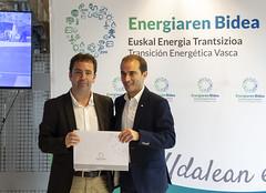 El alcalde Juan Carlos Abascal recibe la distinción Transición Energética Vasca También en el Municipio.