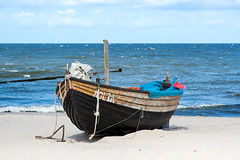 At the sea (KPPG) Tags: sea meer balticsea ostsee boot boat strand beach 7dwf germany deutschland wasser himmel sky