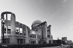 "Japan-2b-015-hiroshima - Genbaku Dome (david ""Djannis"") Tags: japon nippon noir blanc black white monochrome urbanite urban city ville lampadaire ciel architecture bâtiment 日本 japan hiroshima 広島 genbakudome atomic peacememorial"