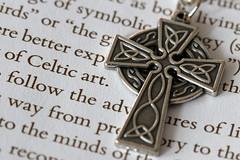 Celtic art (Ce Rey) Tags: macro metal paper celtic celta linesymmetry macromondays hmm macromademoiselle canon eos80d macro100mm macrofriday