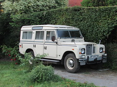 Land Rover 109 Series III (Andrew 2.8i) Tags: british car classic carspotting street spot spotting offroad 4x4 4wd defender s3 siii iii 3 series rover land