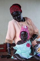 COLOUR YOUR LIFE (藍川芥 aikawake) Tags: colour beautiful uganda southsudan refugee kid baby love child motheranddaughter cute pretty colorful life portrait people africa