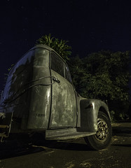 .... très très vieux , tout cabossé mais je trouve qu'il a encore une sacré gueule ce truck Citroën !! (BAMB 974) Tags: truckcitroën truck grandechaloupe nightscape nightphotography night cars bamb bamb974 îledelaréunion île island océanindien indianocean stars étoiles