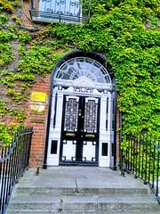 AMBASSADE DU PEROU (marsupilami92) Tags: irlande eire leinster dublin capitale jettours ambassade embassy porte door