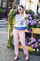 crop_top_with_ruffle-14 (Stacyco) Tags: sewing sewingproject flower fashion fabric fashionstreet fashionblogger summer flowers floral print pink moscow russia style streetstyle croptop trend outfit outdoor burda burdastyle blogger beautiful blog