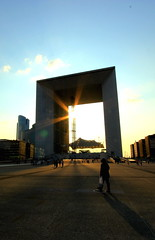 The Arch Means Business (Eye of Brice Retailleau) Tags: angle beauty composition outdoor perspective scenery scenic view extérieur city urban cityscape travel ville architecture bâtiment wide holidays backpacking backpacker street arch arche sunset people europe france french paris ladefense