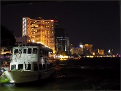 Thailand Bangkok River Night 20180127_185212 DSCN1901 (CanadaGood) Tags: asia seasia asean thailand thai ราชอาณาจักรไทย bangkok krungthep river chaophrayariver boat expressboat hotel night sheraton building architecture canadagood 2018 thisdecade color colour