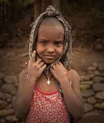 Lalibela Girl (Rod Waddington) Tags: africa african afrique afrika äthiopien ethiopia ethiopian ethnic etiopia ethnicity ethiopie etiopian lalibela tigray girl culture cultural child outdoor streetphotography