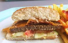 Bacon cheeseburger - Lateral cut / Bacon Cheeseburger - Querschnitt (JaBB) Tags: cheeseburger cheddar bacon pommesfrites frenchfries ketchup essen nahrung nahrungsmittel mittagessen food lunch kantine betriebsrestaurant