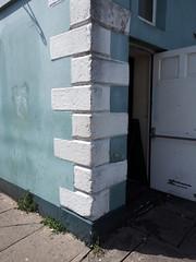 pub corner (chrisinplymouth) Tags: wall corner building architecture barbican plymouth city devon england pub inn tavern publichouse 2017 diagx urb xg diagonal plain cw69x