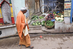 Streetscene (Dick Verton ( more than 12.000.000 visitors )) Tags: groentenverkoop vrouwtje fiets sellingvegetables streetview streetscene streetlive india varanasi asia