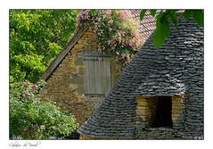 Les belles pierres du Périgord noir (Bruno-photos2013) Tags: périgord dordogne toiture fleurs pierres breuils bâtiment cabanes ferme