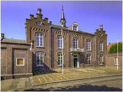 Old town hall (Luc V. de Zeeuw) Tags: bluesky building sunny townhall wessem limburg netherlands