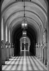 Statues & squares (Janne Räkköläinen) Tags: paris france hall hallway statue square corridor versailles palace castle shadow 2018 art artistic urban long blackwhite bnw bw cityview canon6d canonphotography canon ef24105l amateur amateurphotography amateurphotographing old tourist travel mustavalkoinen museum may