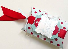 Gift Wrapping Inspiration : A beautiful pillow box with a ribbon closing (giftsmaps.com) Tags: gifts