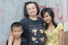 two young women and a boy (the foreign photographer - ฝรั่งถ่) Tags: two young women boy khlong thanon portraits bangkhen bangkok thailand nikon d32000