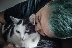 Annoyed by love (Melissa Maples) Tags: brussel bruxelles brussels belgique belgië belgium europe nikon d3300 ニコン 尼康 sigma hsm 1020mm f456 1020mmf456 winter cherry animal kitty cat bed me melissa maples selfportrait woman bluehair greenhair kiss