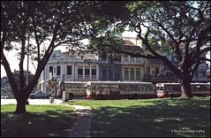 Chahumassy-1984-06-30-(72)-Singapour (Chahumasy) Tags: singapore voitures car diapositive colorslide parc arbres trees bus singapour 1984