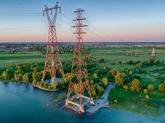 Electrical Power! (Mad Blike) Tags: aerialphotography attractiontouristique birdseyeview ciel coucherdesoleil drone dronephotography energy landscape paysage photographieaérienne photographiededrone ressourceseneau sky sunset tourdetransmission touristattraction transmissiontower vueplongeante waterresources énergie boucherville québec canada ca