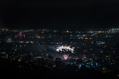 las palmas fireworks (pbo31) Tags: bayarea eastbay 4thofjuly holiday night black color summer nikon d810 boury pbo31 california fireworks 2018 independenceday pyrotechnics over view kingestateopenspace eastmont oakland alamedacounty illegal rooftops