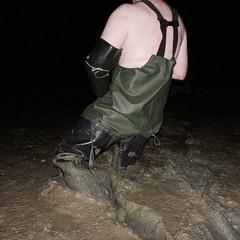 Deeper... (essex_mud_explorer) Tags: hunter gates uniroyal black rubber thigh hip boots waders thighboots thighwaders rubberboots rubberwaders vintage watstiefel cuissardes gummistiefel rubberlaarzen matsch schlamm boue mud muddy mudflats creek estuary tidal saltmarsh marsh marshes rainwear raingear me107 marigoldemperor gauntlets gloves
