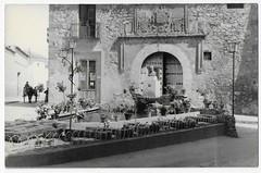 Campo de Criptana, Plaza del Pósito (Centro de Estudios de Castilla-La Mancha (UCLM)) Tags: campodecriptanaciudadreal plazas square tarjetaspostales postcards fuentes fountains
