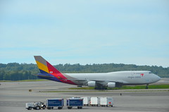 Planespotting in Anchorage (Neal D) Tags: alaska anchorage tedstevensanchorageinternationalairport plane airplane aircraft runway hl7618 boeing 747400 asianaairlines cargo