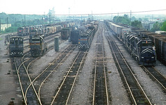 L&N Yard at Nashville (Chuck Zeiler) Tags: ln mp railroad emd ge locomotive nashville train chuckzeiler chz kink
