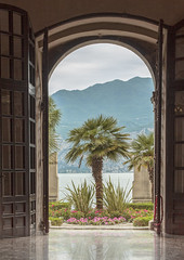Gardasee (Giovanni Giannandrea) Tags: door palmtree italy italia lakegarda malcesine lagodigarda architecture gardasee veneto park trees