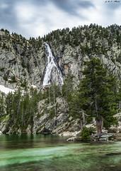 Ibón de Escarpinosa (sostingut) Tags: d750 nikon haida bw cascada lago verde montaña pirineos llacspirineus granito