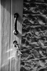 Keys (G Reeves) Tags: nikon nikond810 garyreeves bw blackwhite blackandwhite monochrome closeups brighton sussex eastsussex southcoast abstract art outdoor thegrange rottingdean