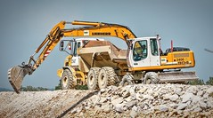P1060243 (Denis-07) Tags: machine bell tombereau liebherr pelle mecanique camion truck b30d 904 benne bec
