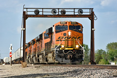 Living on borrowed time. (Machme92) Tags: bnsf burligrton bn ge gevo railroad railfanning railroads railfans rails rail row railroading railfan american atsf santafe sky