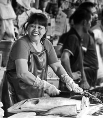 Knife (markb120) Tags: market mart emporium rialto fish sea food seafood dealer trader vendor tradesman seller trafficker woman female she wife oldwoman feminine bw