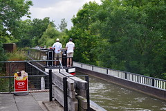 1488-29L (Lozarithm) Tags: woottonwawen warks canals stratfordcanal marinas aqueduct icecream people pentax zoom k1 28105 hdpdfa28105mmf3556eddcwr