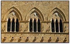 Finestre, Palazzo Salimbeni (Monte Paschi), Siena (Italia) (Jesús Cano Sánchez) Tags: elsenyordelsbertins canon eos20d tamron18200 vacances2017 italia italy toscana tuscany siena unesco palau palacio palace palazzo banc banco bank