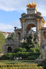 (Karsten Fatur) Tags: barcelona spain catalonia fountain statue architecture art history park summer travel ky green blue gold