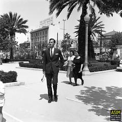 Josep Francesc Conrado de Villalonga, Palma. (Arxiu del So i de la Imatge de Mallorca) Tags: building edifici man hombre home plaza plaça square plazaespaña palma