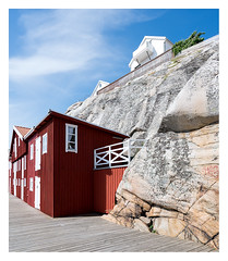 Rock houses (leo.roos) Tags: house huis window raam door deur rock rots colour kleur wood hout sonycarlzeissvariotessarfe1635mmf4zaoss variotessar16354 sel1635z variotessartfe41635 sonycz16354 smögen scherenkust archipelago swedenspring2018 a7rii smögendyxummeetjune2018 darosa leoroos red rood bohusgranite