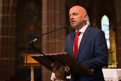 Jan Hage licht voorafgaand aan zijn concert het programma toe, St.-Agathakerk, Lisse, 30 juni 2018. Foto: Alexander Schippers.