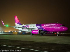 Wizz Air HA-LYN HAJ at Night (U. Heinze) Tags: aircraft airlines airways flugzeug haj hannoverlangenhagenairporthaj flugzeuge planespotting plane eddv olympus