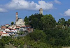 di borghi e di torri (Paolo Dell'Angelo (JourneyToItaly)) Tags: murazzano provinciadicuneo langhe piemonte italia piedmont italy green shadows