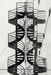 Surreal (carlos_ar2000) Tags: escaleras stairs reflejo reflected reflection distorsion distortion cueva curve edificio building ventana window arquitectura architecture buenosaires argentina